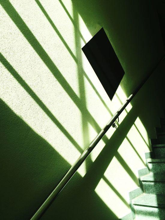 Licht Und Schatten auf der Treppe nach Oben I Light And Shadow Stairway