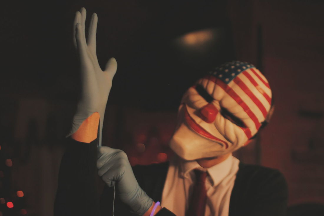 Halloween Horror Cosplay Payday PayDay2 Dallas Smile TheGame Play Night Carnival Crowds And Details Mask Flag American Flag Heist Celebration Focus On Foreground Indoors  Clown Men Close-up Disguise People One Person