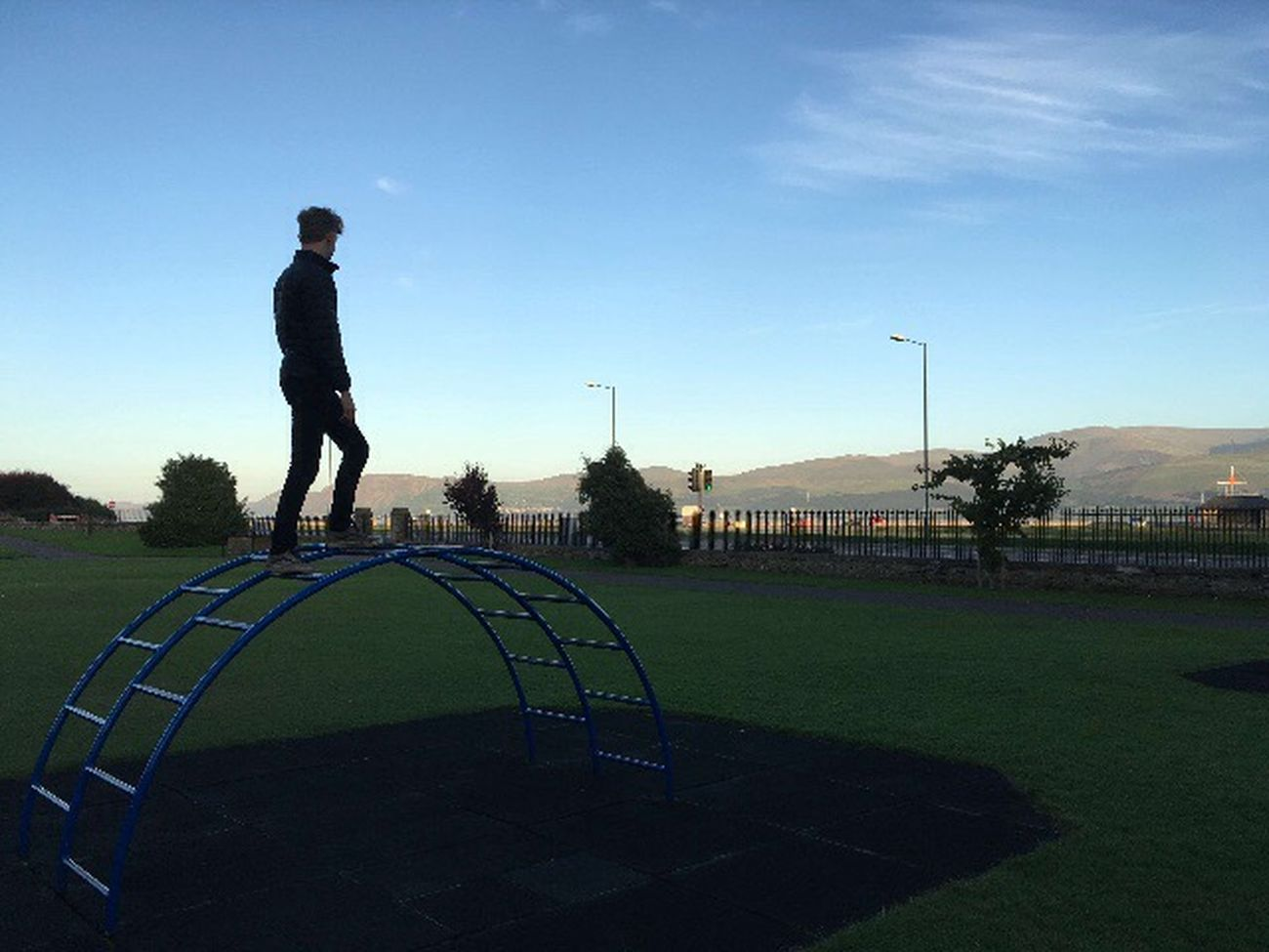 Leisure Activity Full Length Playing Lifestyles Men RISK Sky Park - Man Made Space Clear Sky Outdoors Enjoyment Field Fun Day Blue Mountain Carefree Competitive Sport