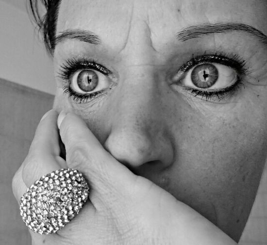 That's Me Simply Me Selfie Face Eyes Hand Women Donna Gli Occhi Sono Lo Specchio Dell'anima.  Thinking