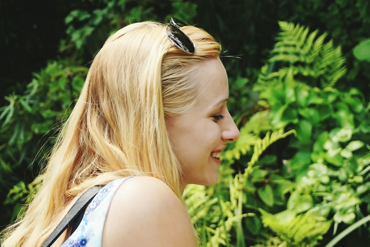 blond hair, real people, one person, rear view, focus on foreground, headshot, plant, outdoors, day, young women, nature, young adult, close-up