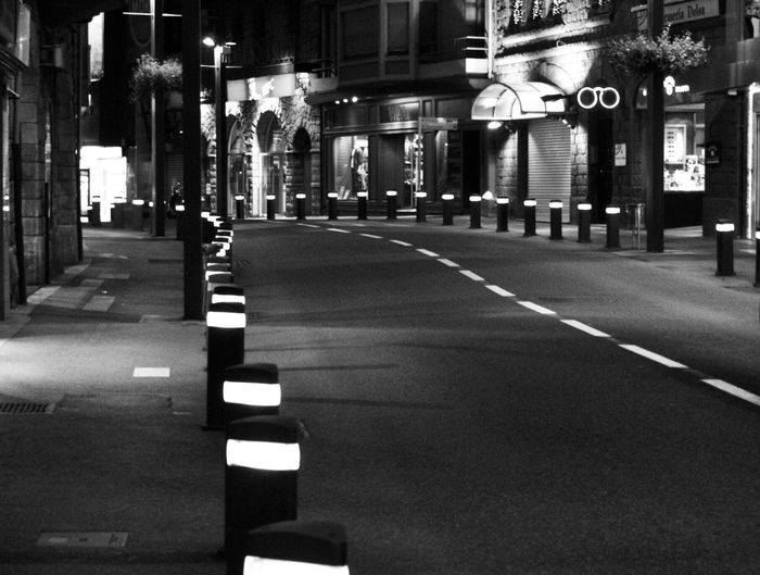Calle solitaria. Street Photography Black And White