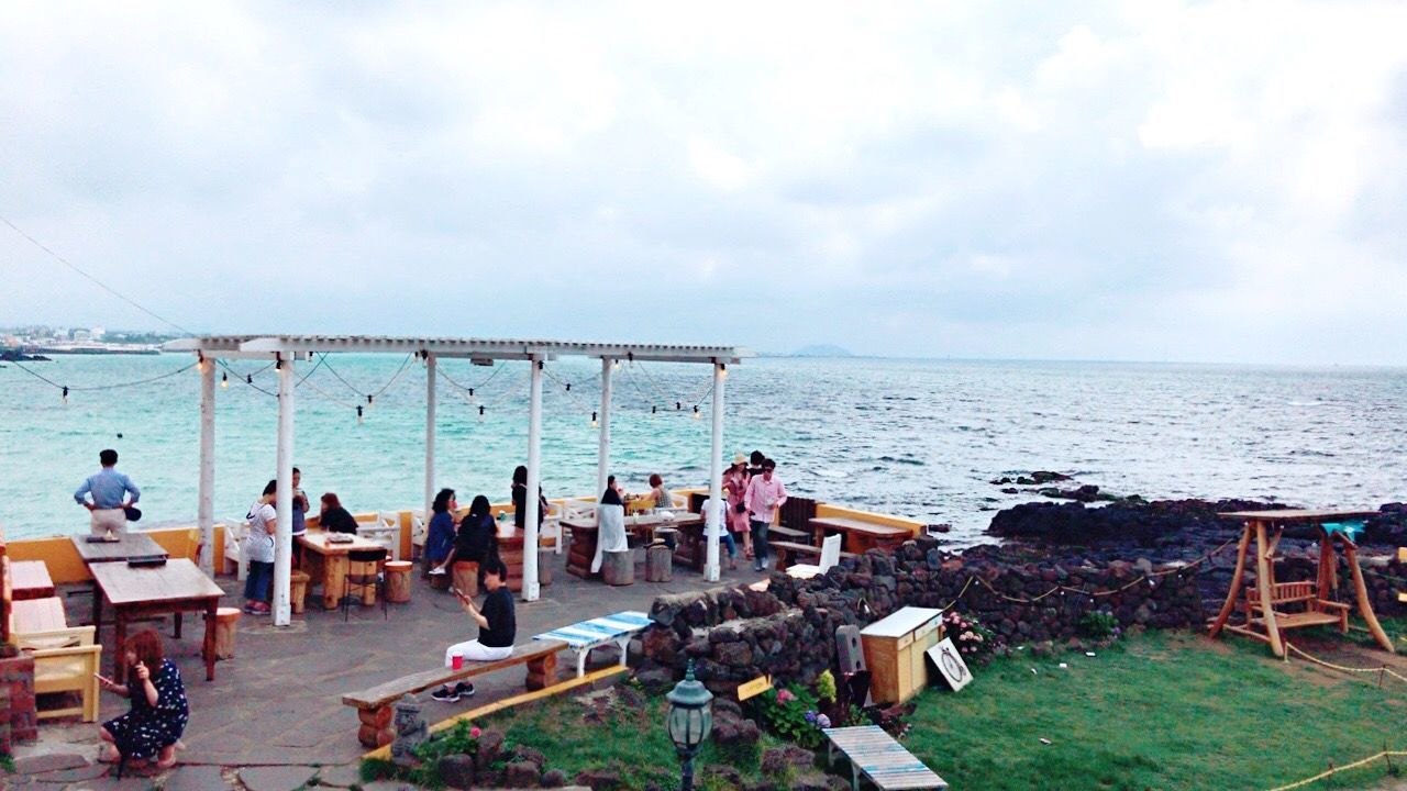 Sommergefühle Sea Horizon Over Water Water Sky Nature Large Group Of People Chair Men Scenics Real People Cloud - Sky Beach Day Outdoors Beauty In Nature Sitting Tranquility Women Group Of People People JEJU ISLAND  Jeju Boomnal Cafe Cafe