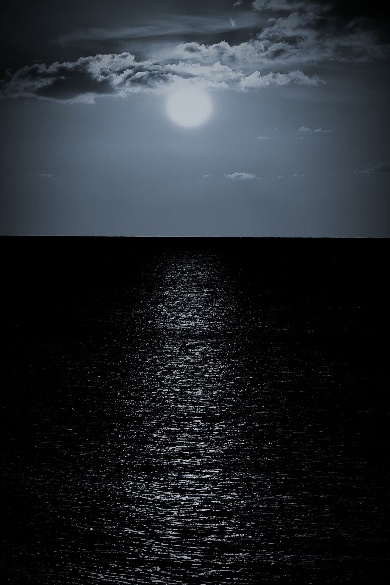 Water Nature Reflection Outdoors Scenics Sea Rippled Wet Tranquility Beauty In Nature Textured  Tranquil Scene Horizon Over Water Sky Night Refraction No People Freshness