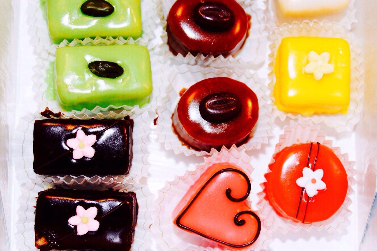 Patisserie Bonheur Petite Surprise de Sprüngli Plaisir Multi Colored Party Close-up Sweet Food Dessert Vacations Goodies