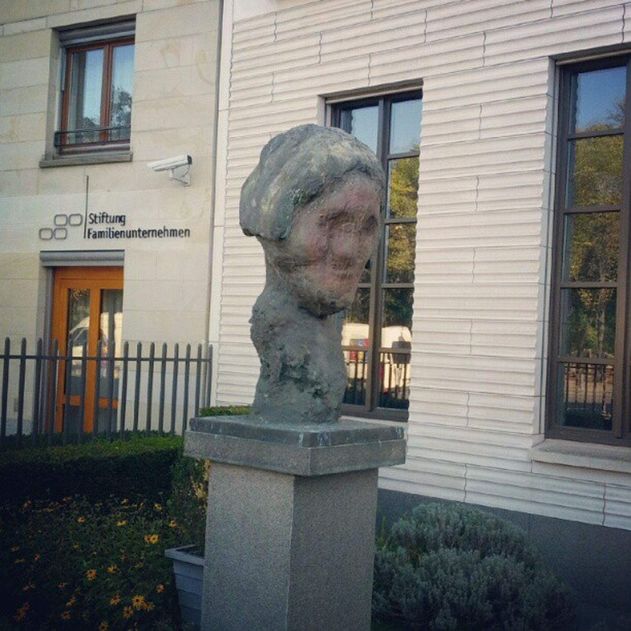 Berlin Deutschland Germany woman in stone near Brandenburgertor