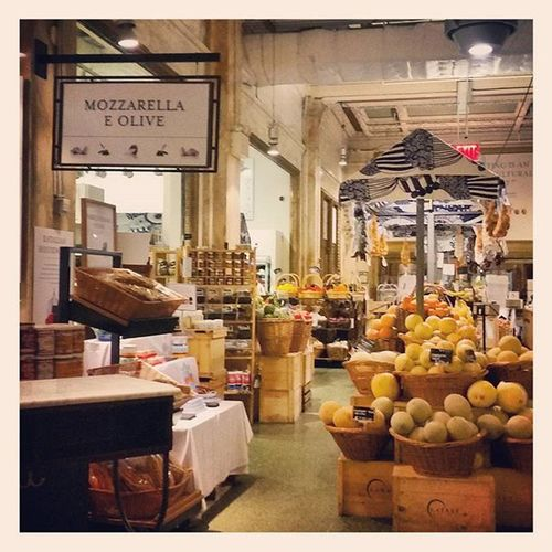 Loved this amazing place near 5th Avenue. Massive fresh food market with 7 restaurants serving different types of food from produce they stock in their shop. Had a really delicious last night dinner with my daughter in New York here in the Pasta section. It's called Eataly and it was a wonderful experience for the last night of our NYC holiday 😍 Newyorkfood Eataly EatalyNyc Newyork Holidaymemories Healthyfood Realfood Nutrition