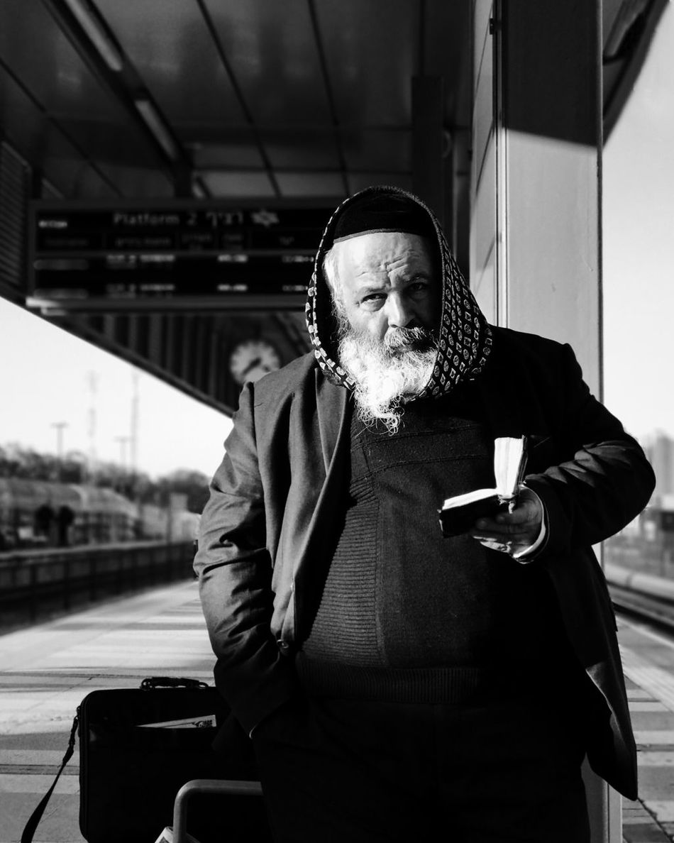 Real People One Person Senior Adult Lifestyles Beard Senior Men Front View Casual Clothing Portrait Men Outdoors Day City One Man Only Mytrainmoments Mydtrainmoments מייאייפון7 Shotoniphone7plus IPhone7Plus מיישחורלבן