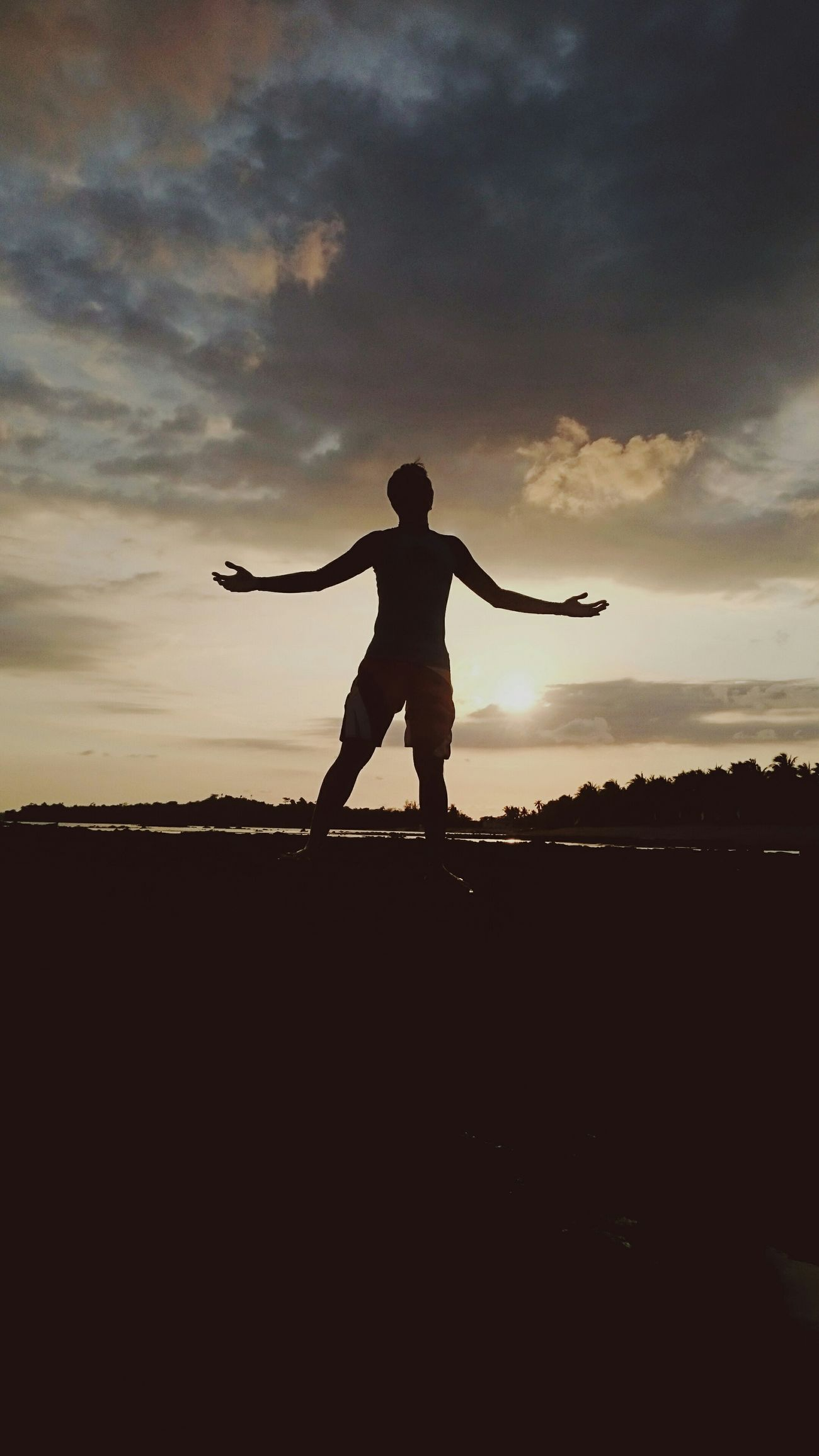 Hello EyeEm! Welcome back to me! Beachphotography Vscocam Sillouette Oblation
