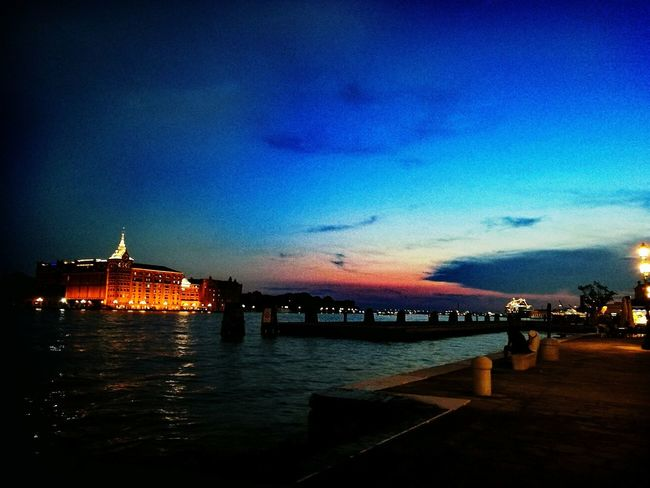 Traveling Waiting Outdoor Pictures Light In The Darkness Lights Venezia Venicebynight Veniceitaly Venice By Night Venicelife Venice View Venice Italy Venice, Italy Venice Canals Venice Nightwalk Night City Nightview Nighttime Nightshot Nightlife Night View Night Lights Nightphotography Night