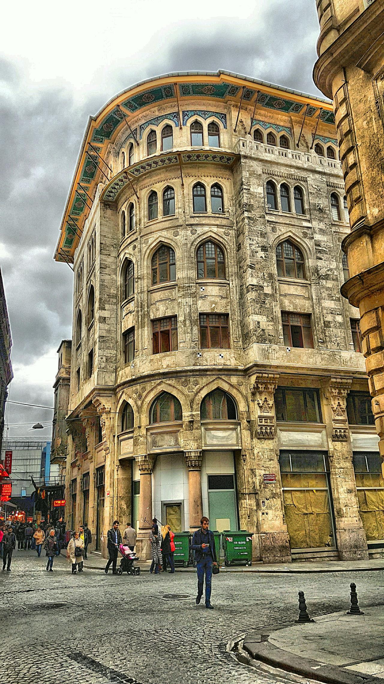 Eminönü/ İstanbul Travel Destinations Architecture Building Exterior Historical Place Historical HDRphoto Hdrpics Hdrphotography City Hdrcreators Streetphotography