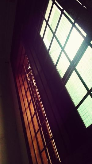 Một mình giữa căn phòng :)