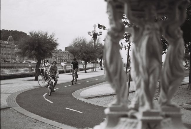 35mm Film Analog Analogue Photography Blackandwhite Cycle Cycling CyclingUnites Donostia / San Sebastián Film Film Photography Filmisnotdead Horizontal Ishootfilm Noir Et Blanc Outdoors Real People Road SPAIN Stopping Time Streetphotography Travel