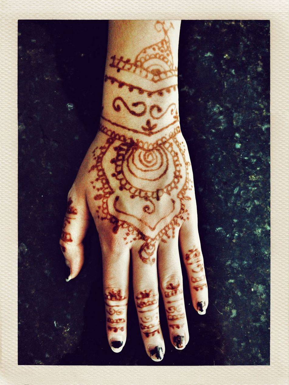 What the henna is going on? Henna Tattoo Close-up High Angle View Human Hand Real People One Person Human Body Part Indoors  Low Section Day People IPhoneography Iphoneonly Snapseed Pureshot