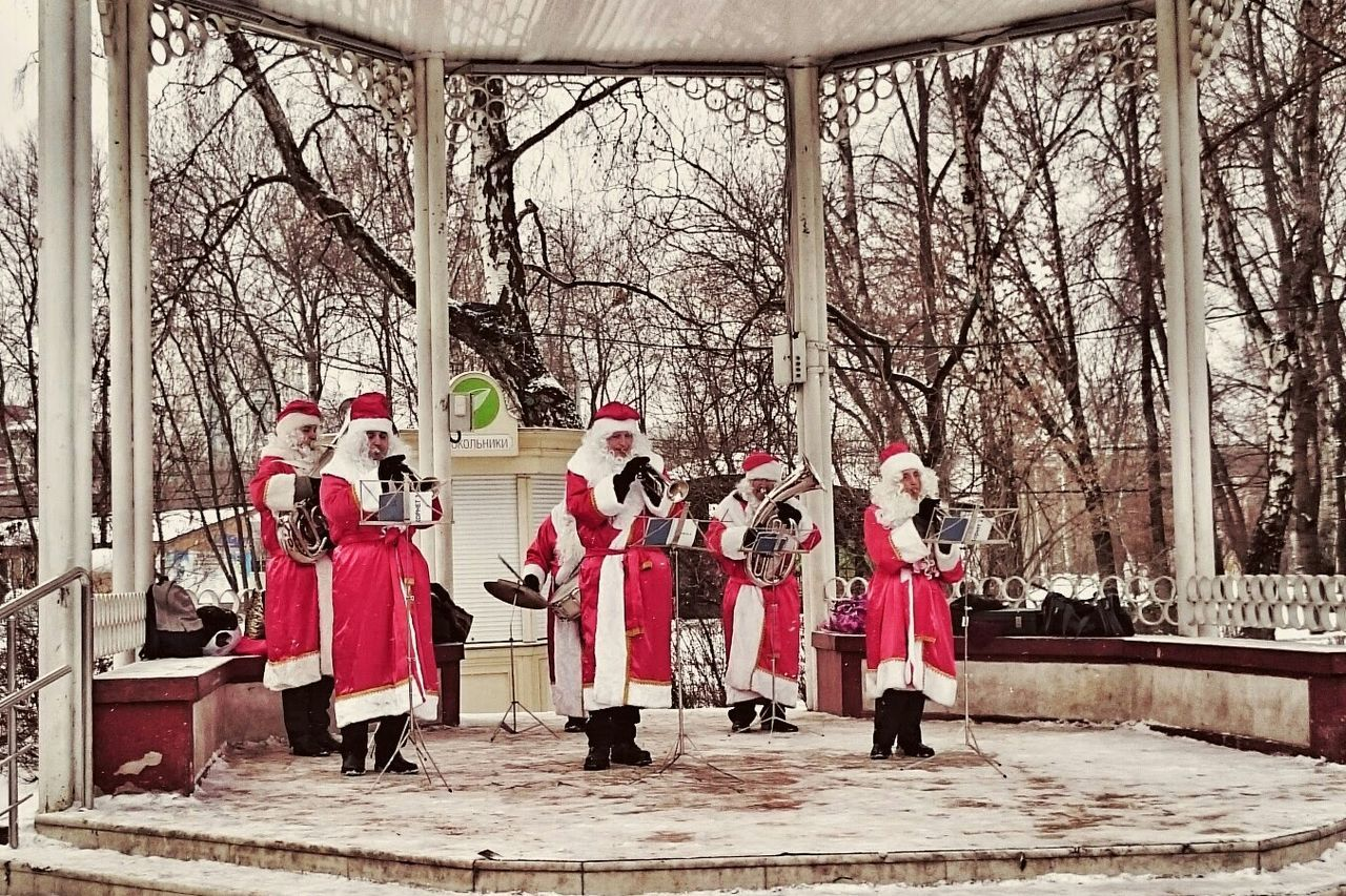 Beautiful stock photos of santa claus, 25-29 Years, Arts Culture And Entertainment, Band, Bare Tree