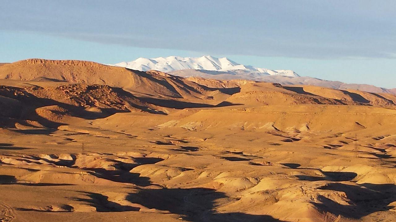 Marokko - on a round trip. Gegensätze EyeEm Nature Lover Desert Beauty Seldomseen The Great Outdoors - 2015 EyeEm Awards Desert Landscape Desert And Snow The Traveler - 2015 EyeEm Awards Edge Of The WorldOpposites