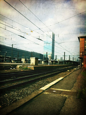 Working hard at Station Brussel-Zuid / Gare de Bruxelles-Midi by François Watillon