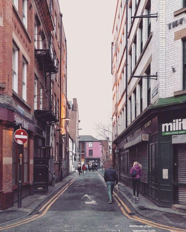 Caminando por El Northern Quarter ⏺️ Walking around The Northern Quarter DCMiFotoSemana Manchester England United Kingdom Reino Unido Streetphotography Perspectiva Perspective Vanishing Point Punto De Fuga Calle Street