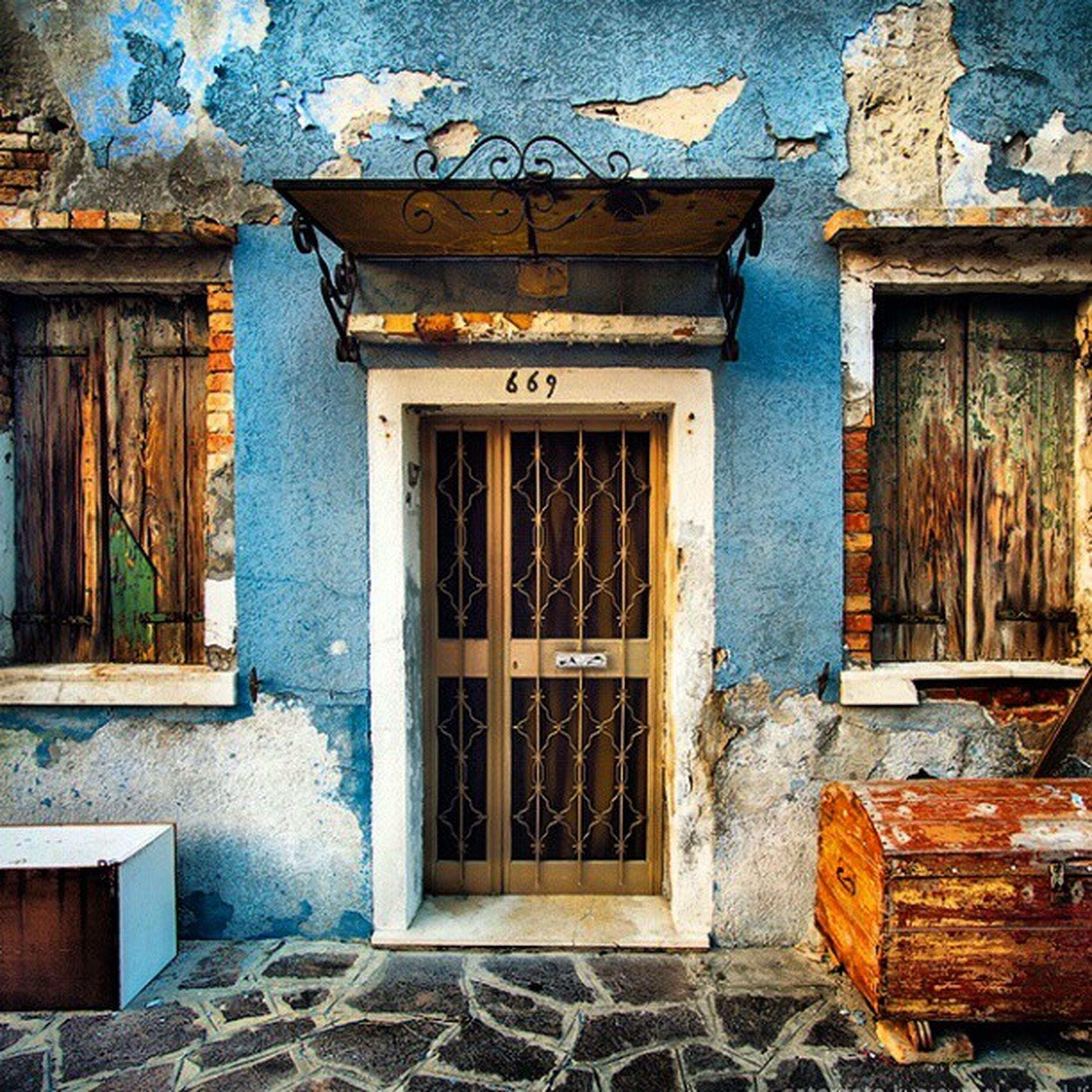 architecture, built structure, window, building exterior, house, door, old, wood - material, closed, weathered, abandoned, residential structure, entrance, damaged, obsolete, deterioration, residential building, run-down, day, open