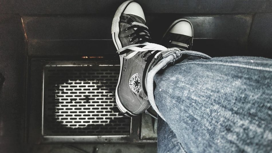 My Point Of View At Work Legs Shoes W Pracy Trampki Nogi Converse Jeans Look Down Pod Nogami