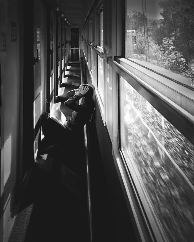 Noir&blanc Black&white On The Road Blackandwhite Photography Black And White Portrait Of A Woman AMPt_community Noir Et Blanc Black & White Portrait Photography Blackandwhite On The Train