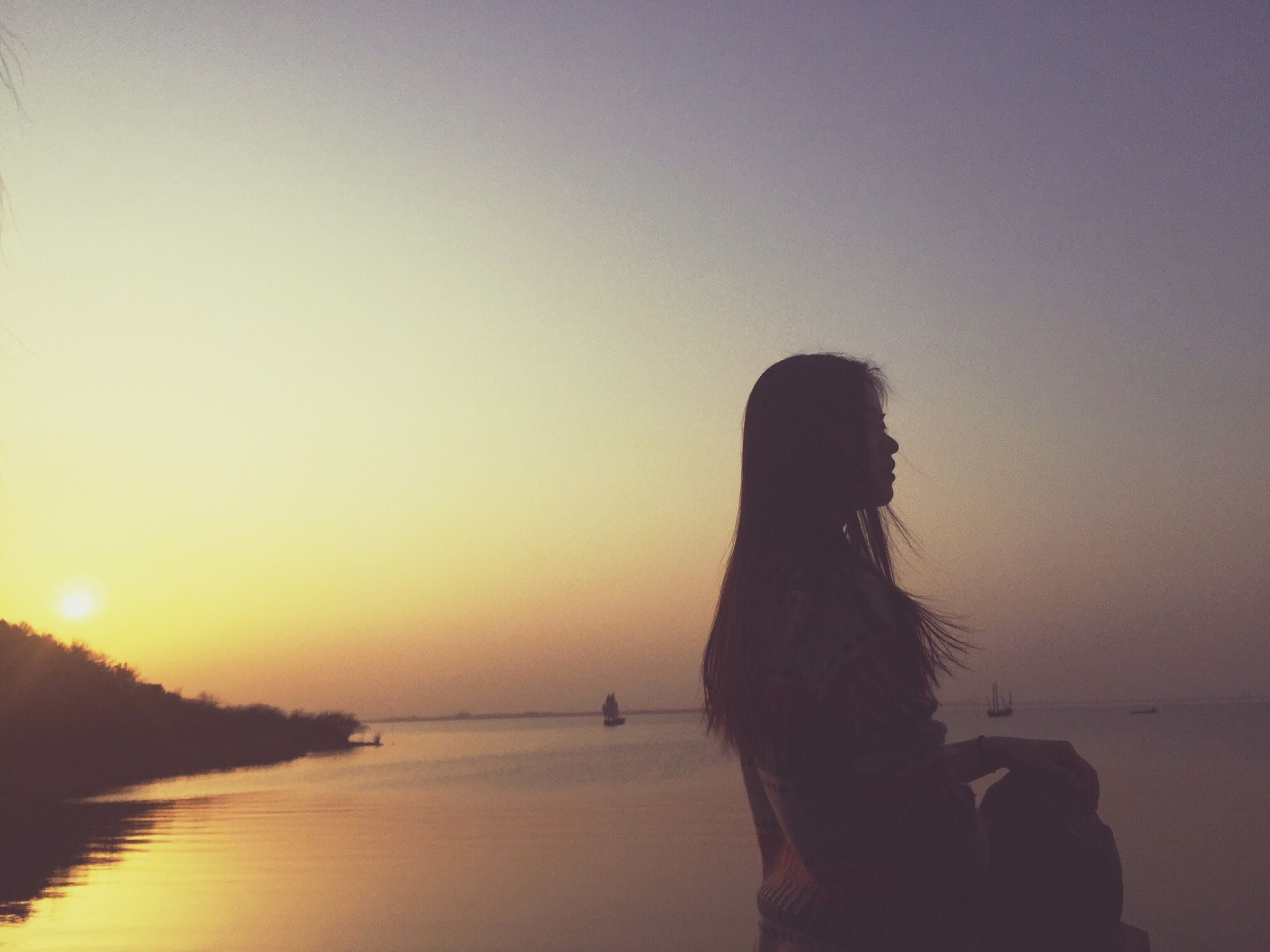 sunset, sea, water, silhouette, horizon over water, scenics, tranquility, tranquil scene, sun, beauty in nature, orange color, idyllic, beach, leisure activity, lifestyles, nature, sky, clear sky