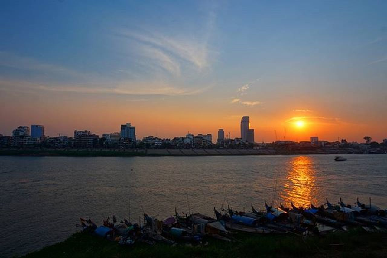 Phnom Penh Sunset. Sony A5000 Sonyalpha Sonyimages Onlysony SonyA5000 Sonycamera Sonyphotography Theappwhisperer Adventurevisuals GoodRadShot Fhotoroom PicHitMe EyeEm EyeEm_O MenchFeature Photography Pixelpanda Visitorg Aop_Lab Yourworldgallery SeeOurWorldNow Runningtheworld Natgeo Natgeotravel NatGeoYourShot Cambodia PhnomPenh @fhotoroom_ @sonyalpha @pichitme @goodradshot @street_hunters @pixel_panda_ @eyeem_o @photocrowd @photoadvices @worldphotoorg