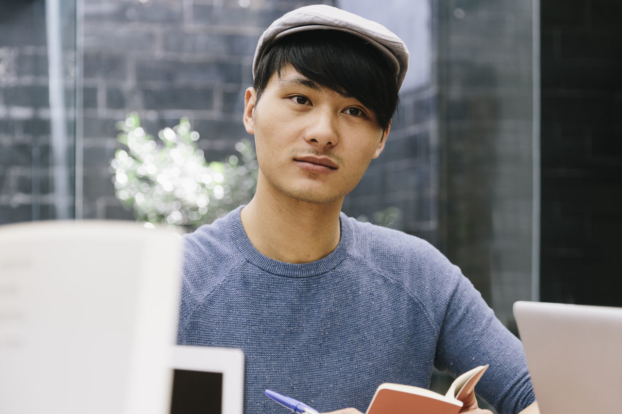Asian  Brainstorming Business Chinese Boy Coworking Design Documents Ideas Laptop Meeting Modern Espa Multicultural Multiethnic Notebook Office One Person Oriental People SheduleWorks Smartphonephotography Startup Teamwork Technology Working Young Adult