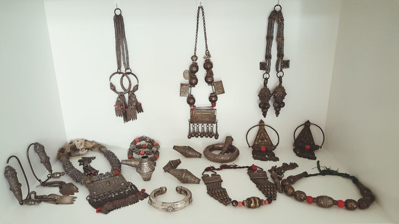 Taking Photos Check This Out Jewelry Jewellery Arabic Typography Arabic Style Antiques Antique Interior Decorative Interior Views Interiordesign Creativity Photography Interior Decorating Interior Design Decorations Omani_style Omani_creative Oman Scent Oman Origin Bracelet Necklace Ear Rings