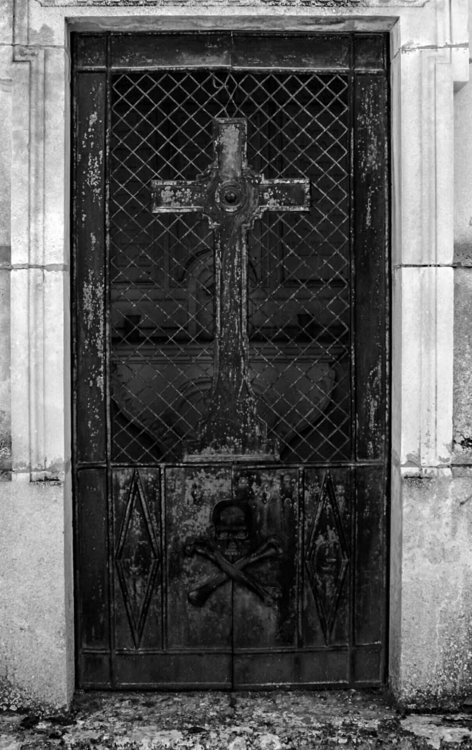 Cemetery_shots Cemetery Series Cemeterybeauty Cemetery_lovers Paz Cementerios  Cementeriosdeespaña Cementerio Puertas Puertas Y Ventanas