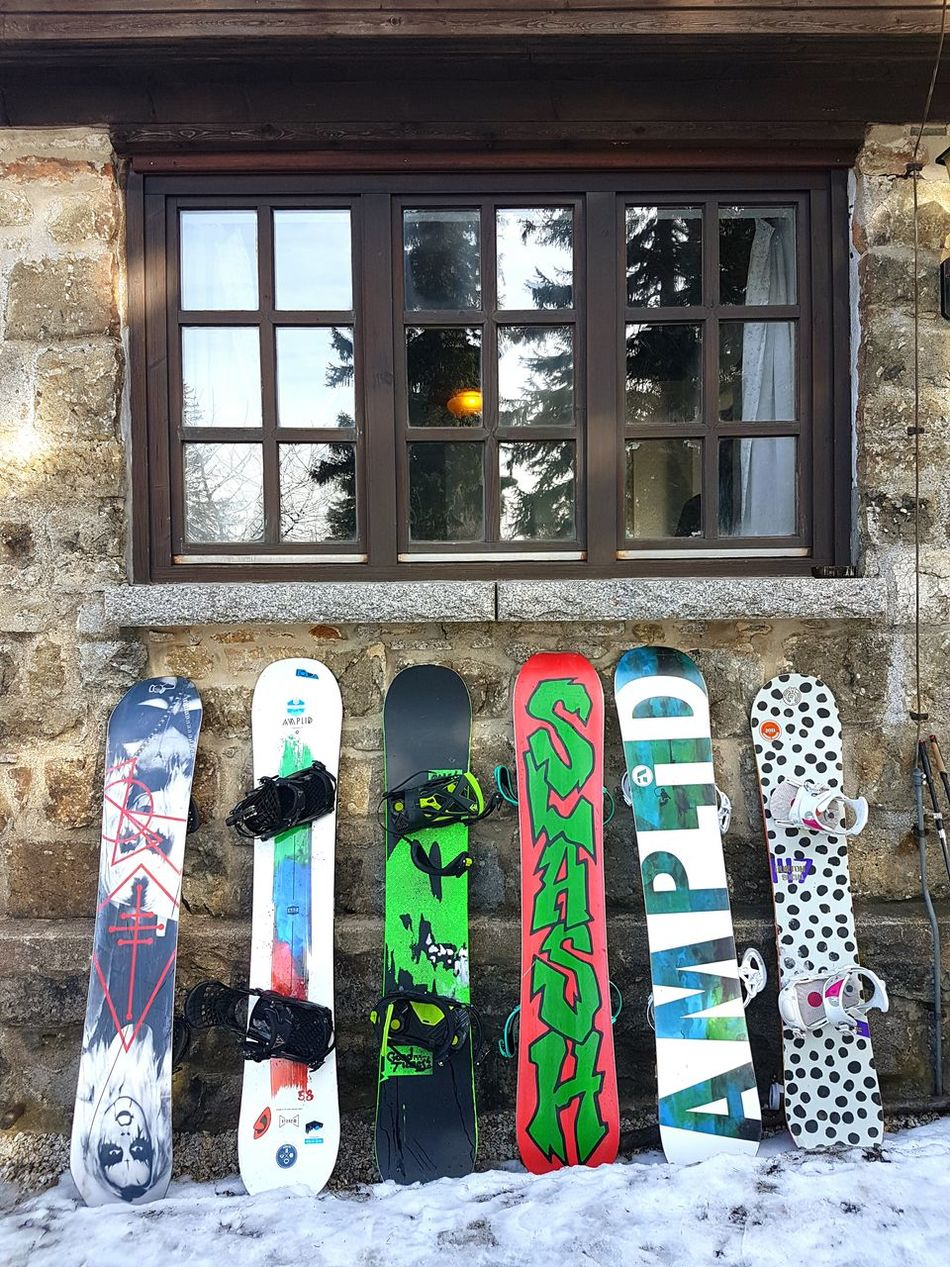 Window Day Multi Colored No People Built Structure Architecture Snowboard Snowboarding