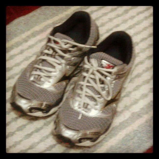 You left your shoes @japsgrande :) MyRoom Shoes Rubbershoes Runningshoes mizuno running instasports