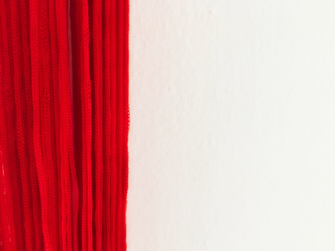 rot weiß Backgrounds Close-up Copy Space Day Indoors  No People Red Red-white Studio Shot Textured  White Background Maximum Closeness