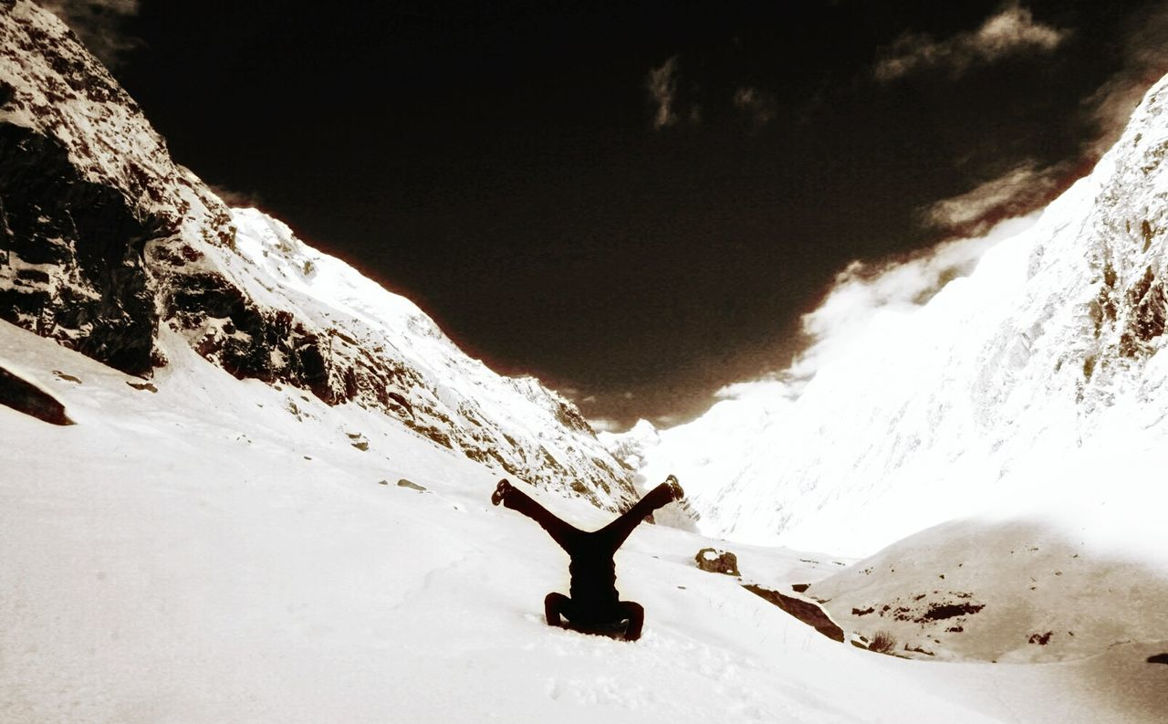 Blackandwhite Black And White Blackandwhite Photography Black And White Collection  Snow Winter Mountain Adventure One Person Young Adult Winter Wonderland Winter_collection Wintertime Headstand Headstands Memyselfandi<3