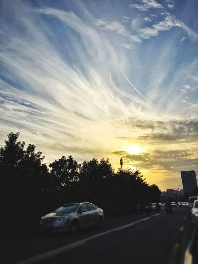 秋天总是会来。 Sunset Quality Time Street On The Way Home Autumn IPhoneography