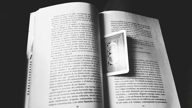 Books Reading A Book Poker Time Sin Limites