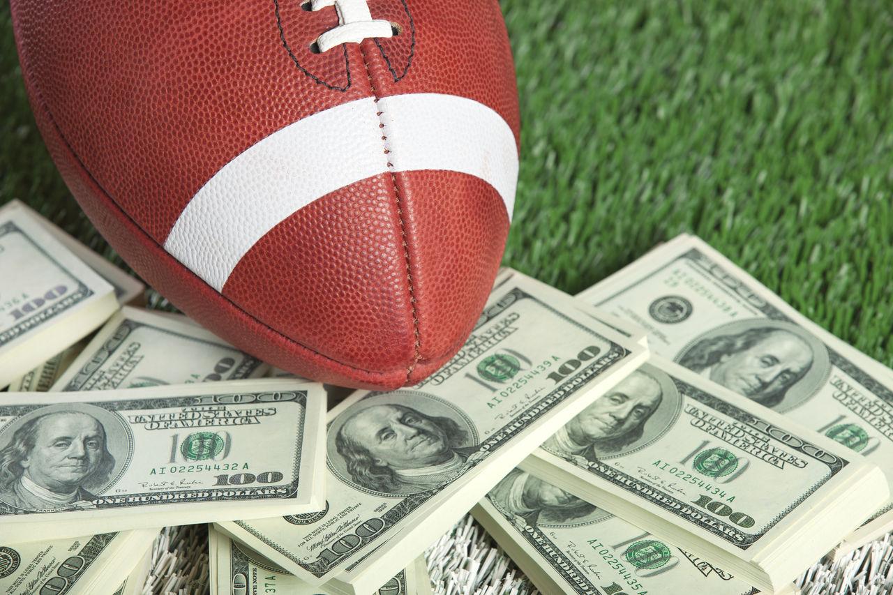 Beautiful stock photos of geld, Abundance, American Culture, American Football - Ball, American Football - Sport