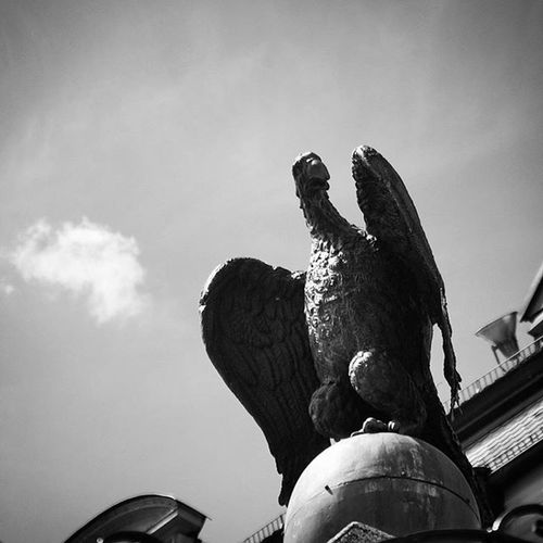 Beautiful Architecture and Design . Statue near the Cathedral DomStPeter Church Kirche . In the Oldcity Altstadt Citycenter . Regensburg Germany Deutschland . Taken by my Sonyalpha DSLR Dslt A57 . تصميم معمار تمثال كنيسة ريجنزبرغ المانيا
