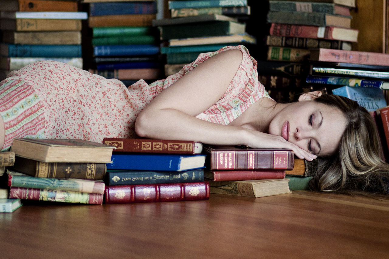 Beautiful stock photos of bücher, 30-34 Years, Abundance, Adults, Adults Only