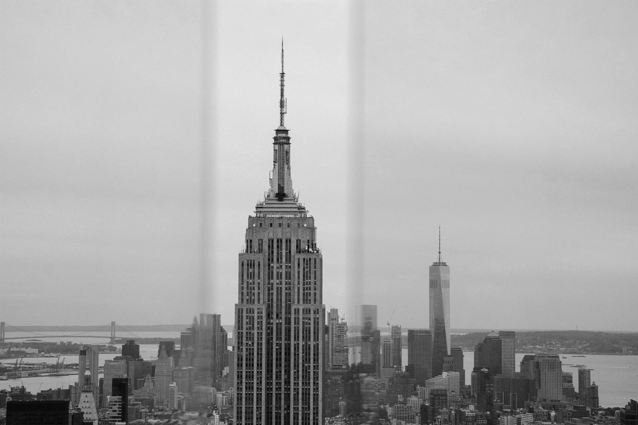 Between Glasses Empire State Building Topoftherock New York Monochrome Blackandwhite The Changing City Streetphotography New York City Manhattan Perfect Match Learn & Shoot: Simplicity Showcase: November Seeing The Sights B&w Street Photography The Tourist The Architect - 2016 EyeEm Awards Neighborhood Map