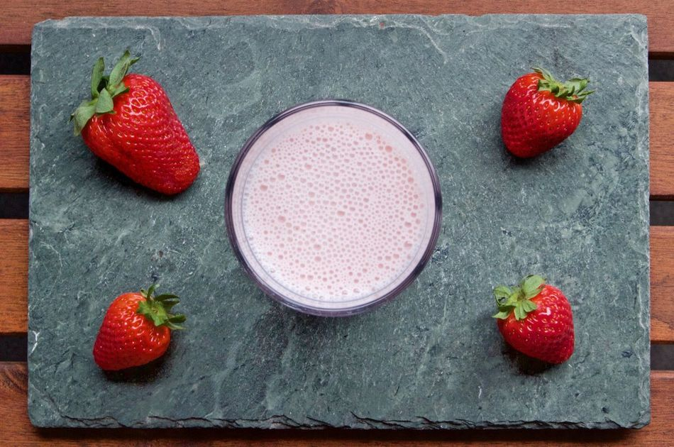 Erdbeer-Banane-Kefir Smoothie Strawberry Banana Kefir Smoothie Fruit Red Food And Drink Healthy Eating Berry Fruit Freshness Raspberry Food No People Indoors  Studio Shot Sweet Food Healthy Lifestyle Drinking Glass Drink Close-up Dessert Ready-to-eat