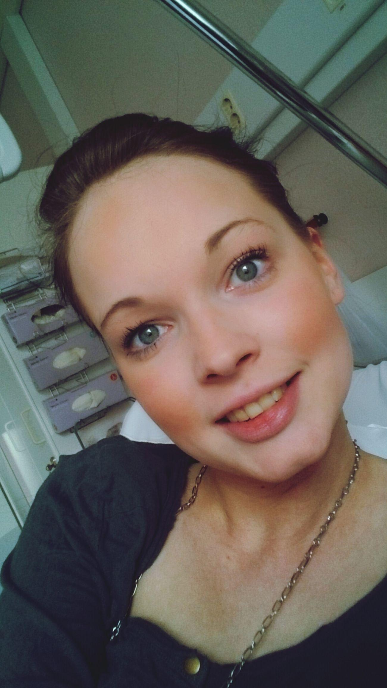 uttråkad flicka ab!! Check Up Sjukhus Hello
