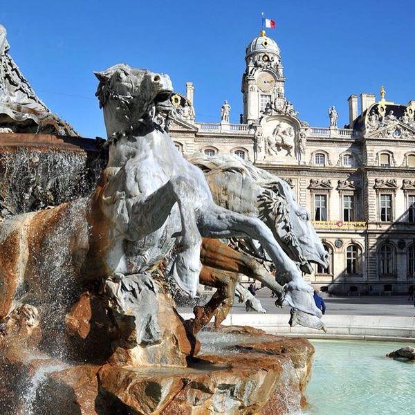 Only Lyon Eyelyon Cityhall Rathaus Street Photography Architectureporn Fontaine Fountain Springbrunnen