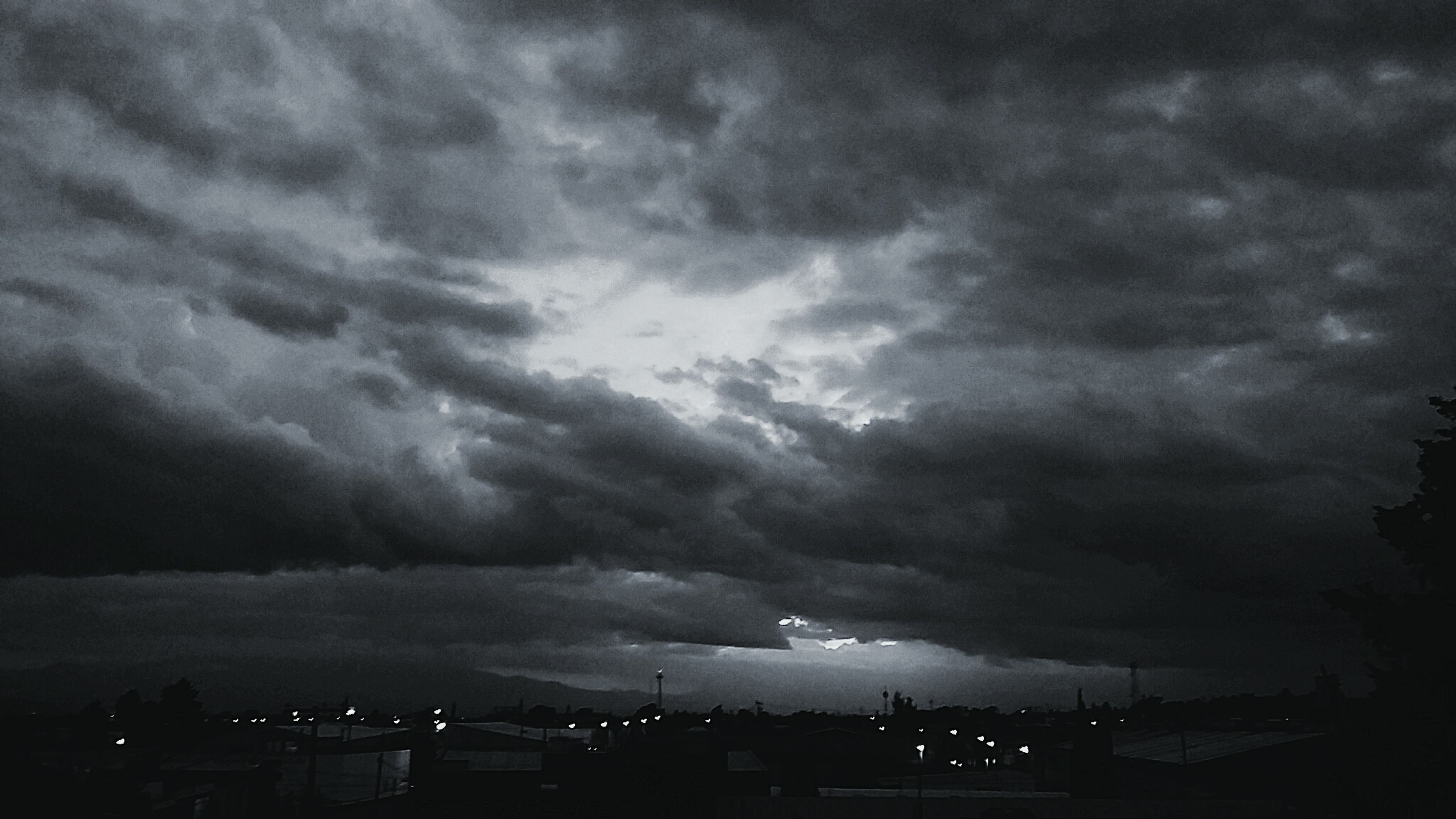 sky, cloud - sky, cloudy, storm cloud, weather, overcast, dusk, night, dramatic sky, illuminated, nature, cloud, city, outdoors, beauty in nature, cloudscape, scenics, dark, no people, tranquility, tranquil scene, landscape
