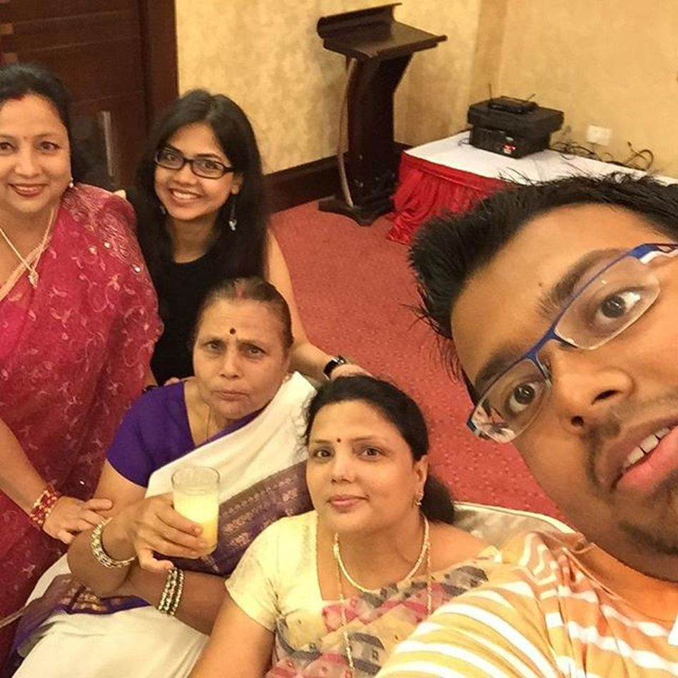 The long-awaited family selfie!! LongArms Selfieking Iphoneonly Iphone6 +