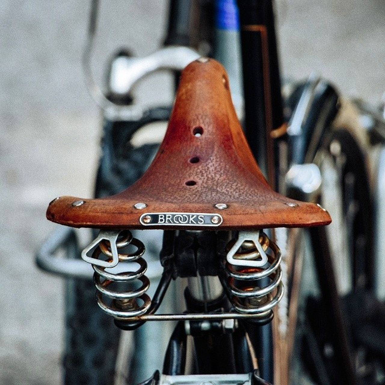 metal, close-up, focus on foreground, no people, day, transportation, outdoors, bicycle, mode of transport, rusty