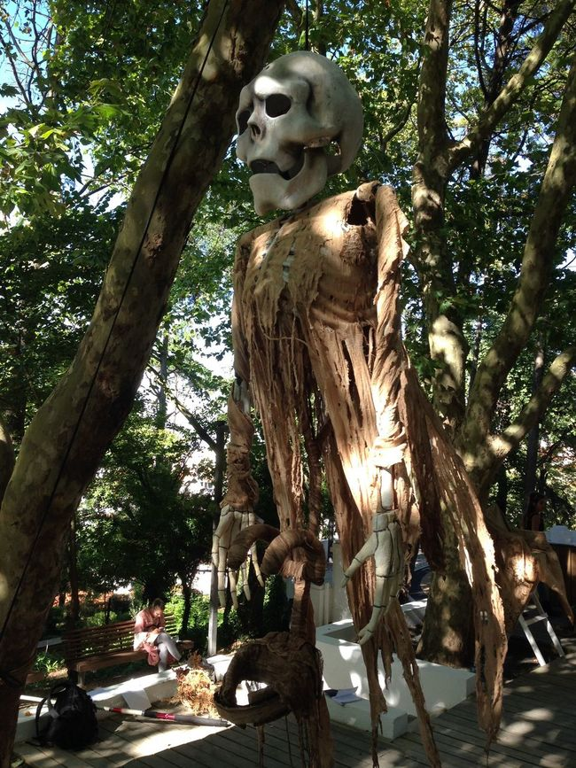 Feira Medieval em Palmela Art And Craft Branch Creativity Day Human Representation Large Low Angle View Outdoors Sculpture Statue Tree Tree Trunk