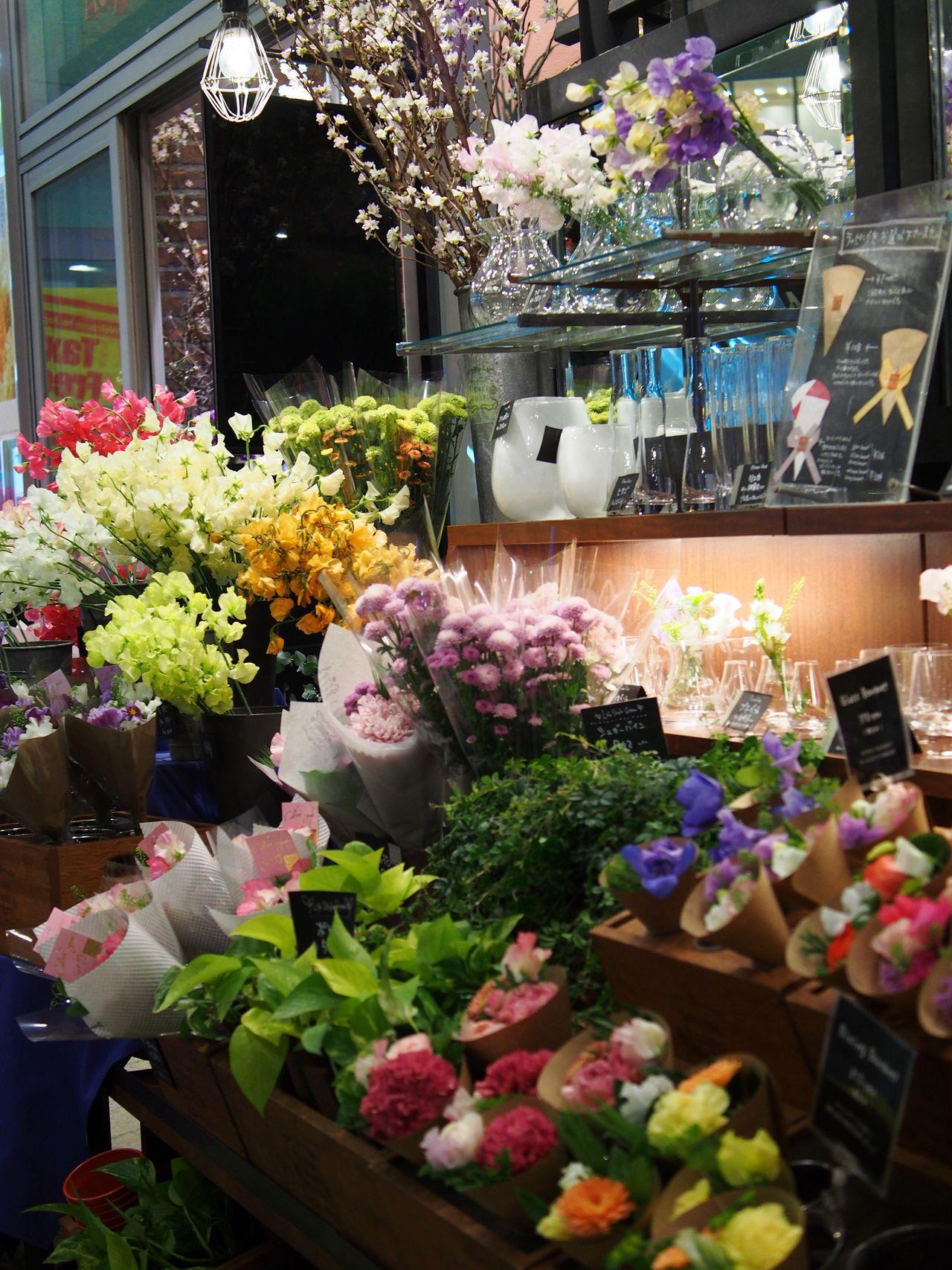Flower Freshness Nature Flower Shop Retail  Variation Store Choice Market Multi Colored Beauty In Nature Plant Fragility For Sale Bouquet Flower Market Flower Head