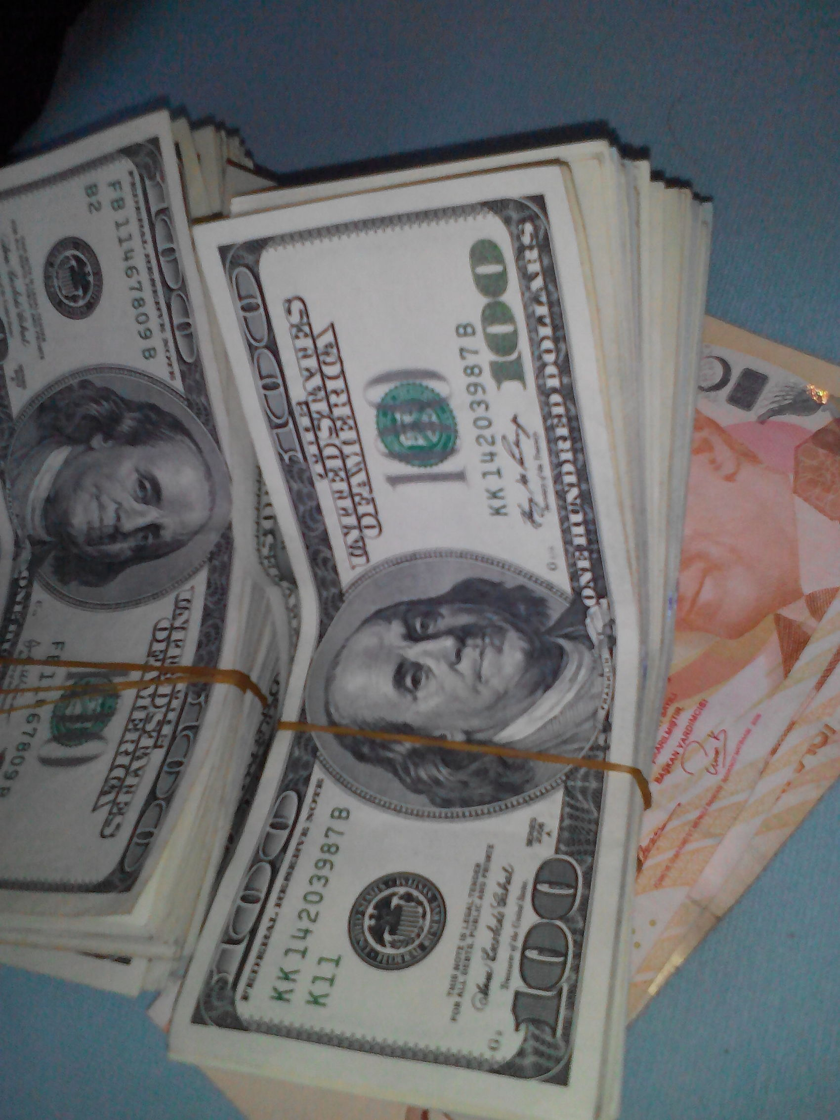 Rahatsizobjektif Dolars Rich Bitch Under Cover