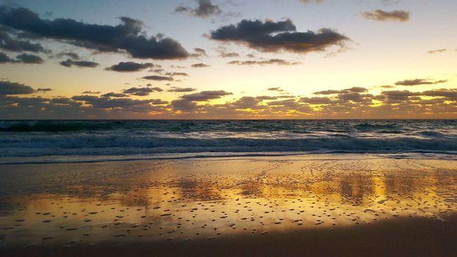 Hanging Out Relaxing Beach Life Coffee Break Taking Photos Sea And Sky Waves, Ocean, Nature Ocean Peaceful Evening Peaceful Bikini Time❤ Beach Photography Sunrise Oceanlife Sandy Beach Sandy Feet Serenity Serene Softness Surf
